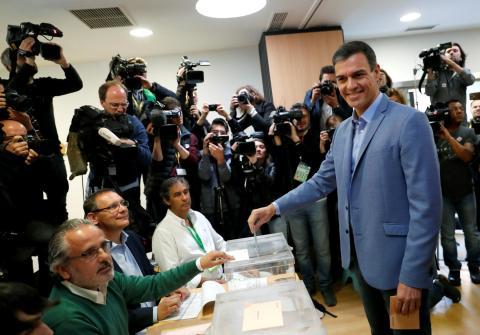 Pedro Sánchez votando en las elecciones generales de 2019.