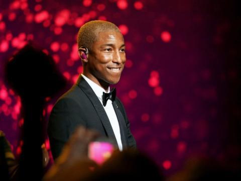 Pharrel Williams actuando en la gala bianual de UNICEF en 2018