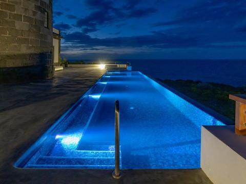 La piscina infinita de Faro Punta Cumplida.