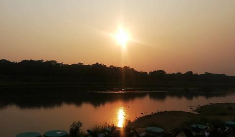 puesta de sol en chitwan