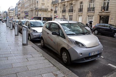 Puntos de recarga y coches eléctricos en París