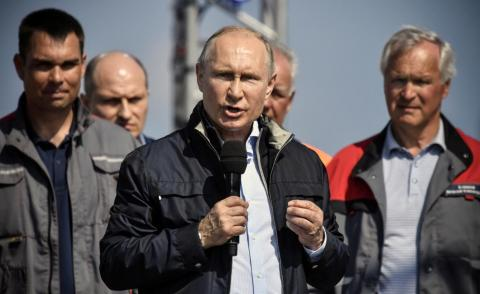 Putin addresses workers at the Kerch Bridge opening ceremony.