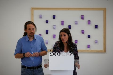 El secretario general de Podemos, Pablo Iglesias, y la portavoz del partido, Irene Montero