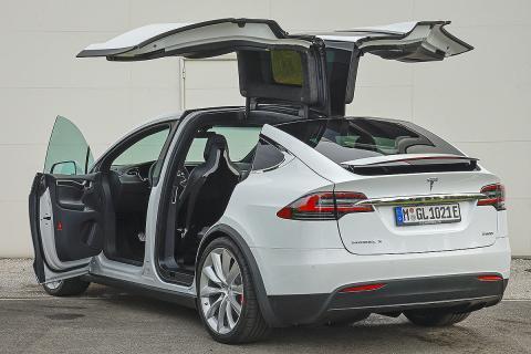 Tesla Model X vs Audi e-tron