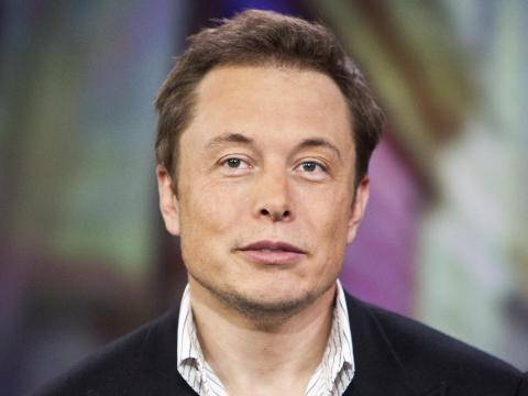 Elon Musk, el CEO de Tesla y SpaceX, está tratando de transformar la forma en la que gente se mueve creando coches eléctricos y proyectos como Hyperloop