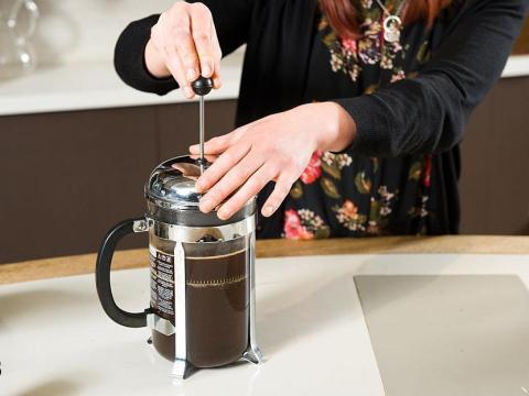 El uso de una prensadora francesa no requiere filtros para café