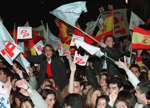 votantes PP celebrando elecciones 1996