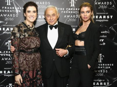 Les Wexner (center).