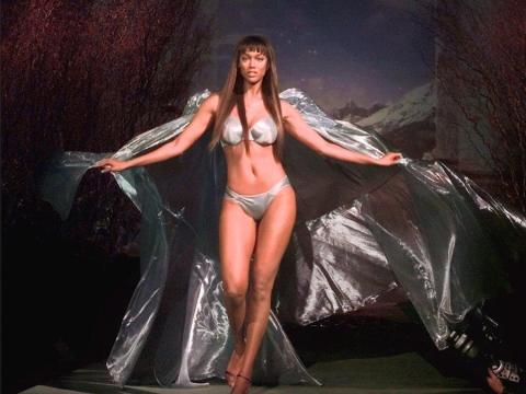 La modelo Tyra Banks en el desfile de Victoria's Secret el miércoles 3 de febrero de 1999 en Nueva York.
