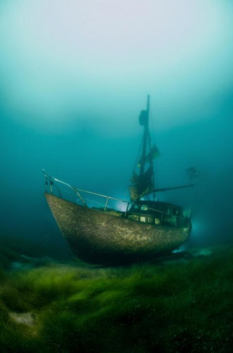 Andersen also took this ghostly image of an almost intact boat sitting tranquilly at the bottom of Lake Kreidesee in Germany.