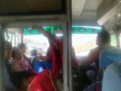 Como buen bus nepalí, iba hasta arriba.
