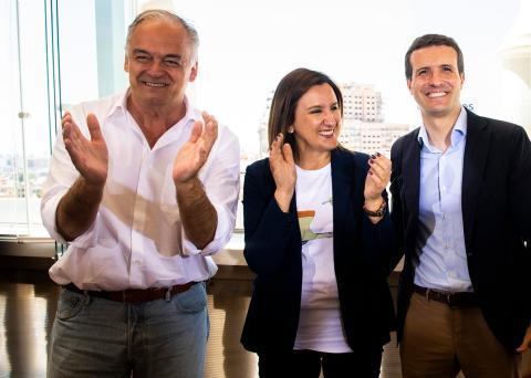 La candidata del PP al Ayuntamiento de Valencia, María José Catalá, entre Esteban González Pons y Pablo Casado