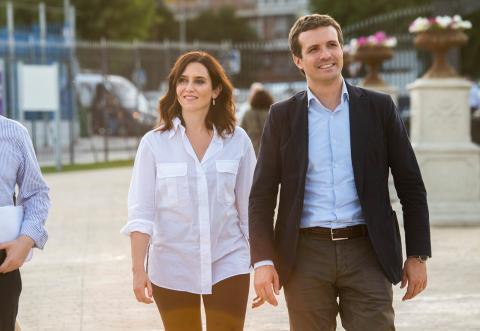 La candidata del PP a la Comunidad de Madrid, Isabel Díaz Ayuso, junto a Pablo Casado