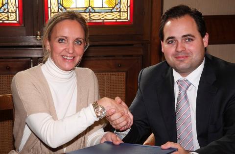 El candidato del PP a la presidencia de Castilla-La Mancha, Francisco Núñez, con la delegada del Gobierno