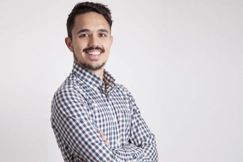 Carlos Ríos, Dietista-Nutricionista inconformista, es el creador del movimiento Realfooding, un estilo de vida al que se han sumado cientos de miles de seguidores por redes sociales, especialmente en su cuenta de Instagram @carlosriosq.