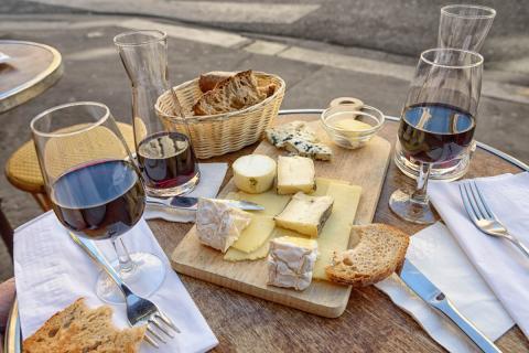 comida francia, queso vino