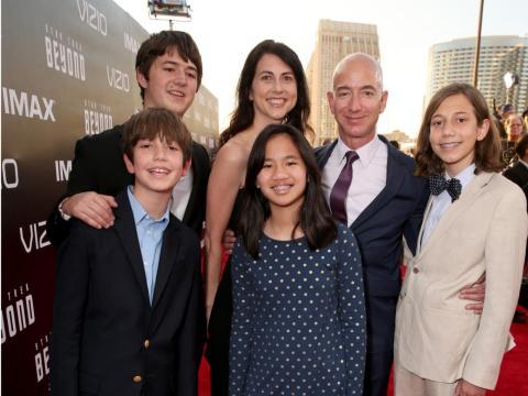 La familia Bezos en 2016.