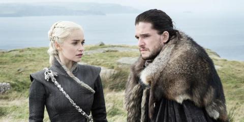 Daenerys, interpretada por Emilia Clarke,con Jon Nieve, interpretado por Kit Harington.