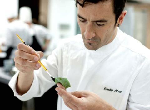 El chef del restaurante Azumendi, Eneko Atxa