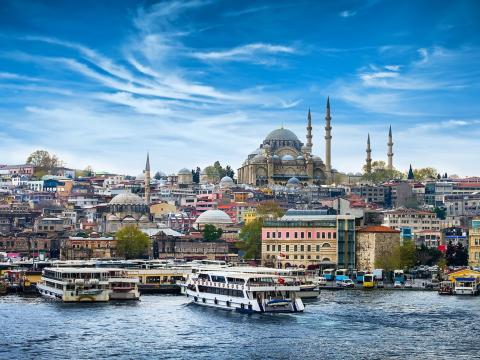 Estambul es la única ciudad del mundo que se extiende por dos continentes.