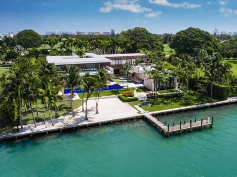 En febrero, una finca de Indian Creek que no estaba oficialmente en el mercado se vendió por 50 millones de dólares, rompiendo el récord de la casa unifamiliar más cara vendida en el área de Miami.