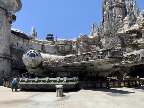 """Esta es la primera vez que se construye y exhibe un barco de tamaño completo de Millennium Falcon para los aficionados a la """"Guerra de las Galaxias""""."""