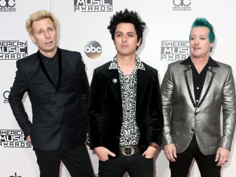 Desde la izquierda, Mike Dirnt, Billie Joe Armstrong, y Tré Cool de Green Day en 2016.