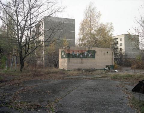 Mural cerca de la guardería, Pripyat, 1998.