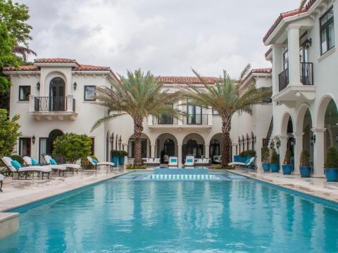 Las casas en Indian Creek raramente están a la venta. En este momento, sólo hay una casa en el mercado: una mansión de ocho dormitorios, de estilo mediterráneo, por 24 millones de dólares.