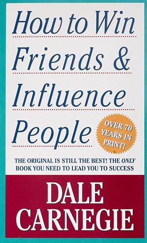 How to Win Friends & Influence People, escrito por Dale Carnegie