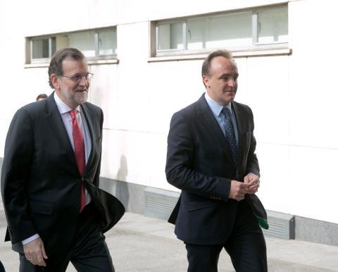 Javier Esparza, candidato de Navarra Suma a la presidencia de Navarra, junto a Mariano Rajoy