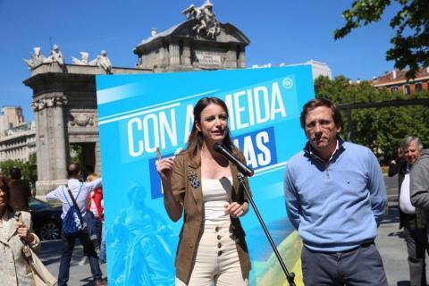José Luis Martínez-Almeida, número 1 del PP para la Alcaldía de Madrid, junto a su número 2, Andrea Levy