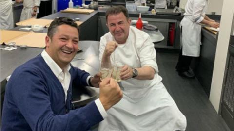 Luis Miguel García (BMW Lurauto) y el chef Martín Berasategui, 10 estrellas Michelin.
