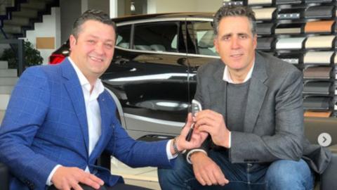 También el heptacampéon del Tour de Francia Miguel Induráin es embajador de BMW Lurauto.
