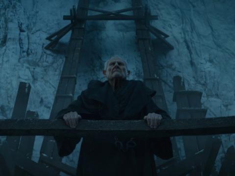 Maestre Aemon durante la temporada 4