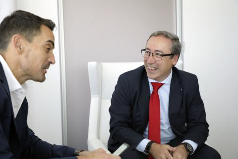 Mikel Palomera, director general de Seat España (dcha) y Manuel del Campo, CEO de Axel Springer España