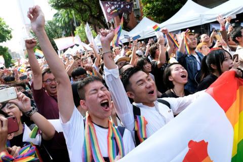 Partidarios del matrimonio homosexual festejan la decisión del Gobierno de Taiwán