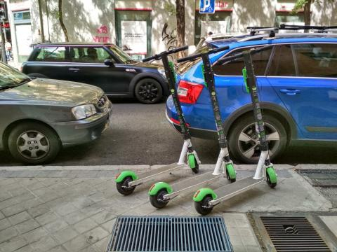 Patinetes eléctricos compartidos Lime en Madrid.