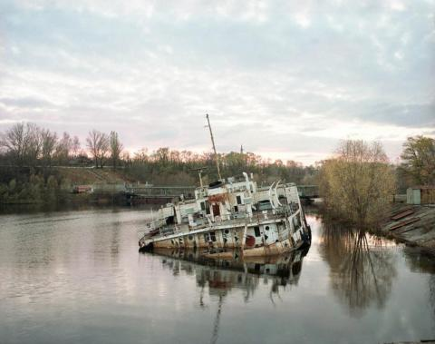 Barco hundido en el río Pripyat, Chernobyl, 1998.