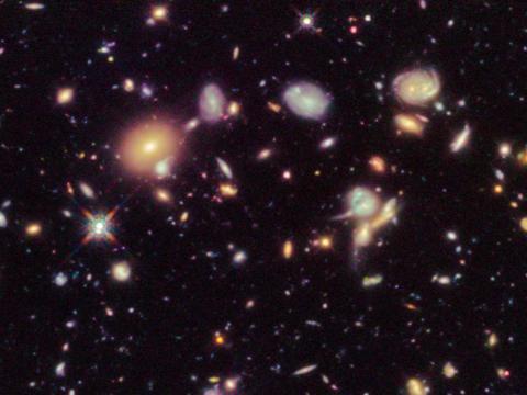 Un primer plano de la imagen de Campo Ultra Profundo del Hubble.