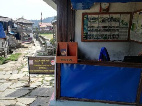 puesto de permisos de trek en Nepal