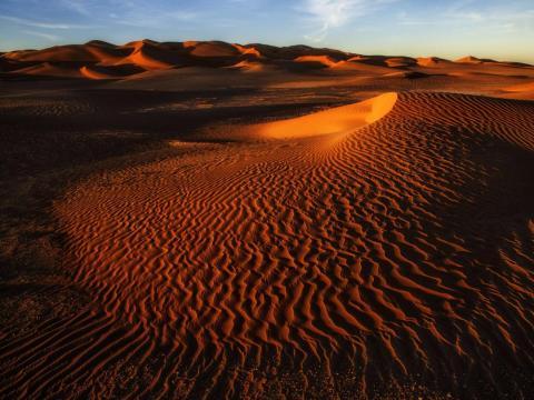 Este desierto es el planeta Jakku, donde creció Rey.