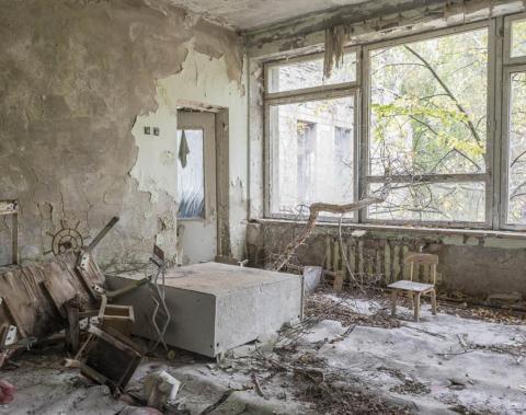 Guardería con un árbol, Pripyat, 2012.