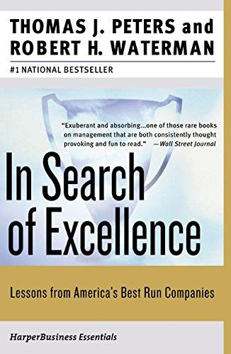 In Search of Excellence, escrito por Thomas Peters and Robert H. Waterman