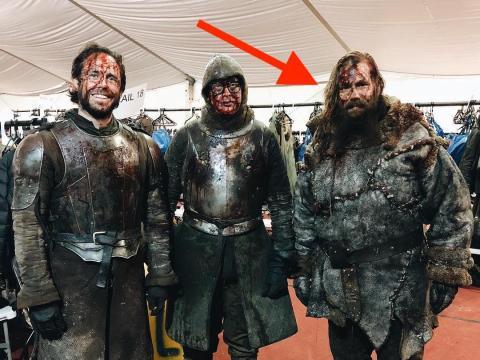 """Chris Stapleton y otros soldados extras en el set de """"Juego de Tronos""""."""