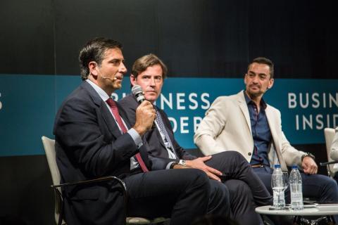 De izquierda a derecha, el CEO de Toyota España,Miguel Carsi; eldirector general de Audi en Volkswagen Group España,José Miguel Aparicio, y el CEO de Axel Springer España, Manuel del Campo.