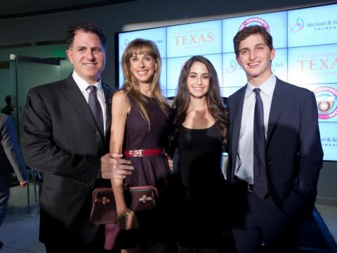 Michael y Susan Dell con dos de sus cuatro hijos.