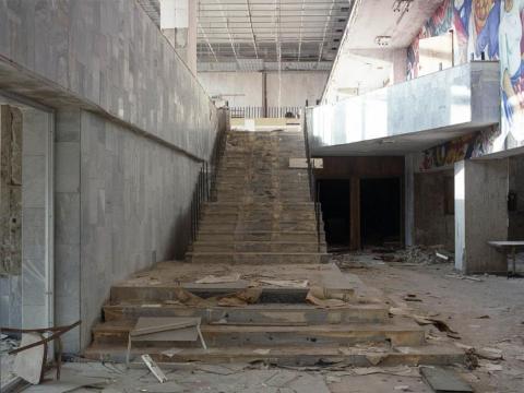 Escalera, entrada al Palacio de la Cultura, Pripyat, 1998.