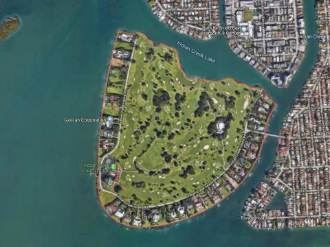 Indian Creek es una urbanización de sólo 42 personas en una pequeña isla privada en la Bahía de Biscayne en Miami.