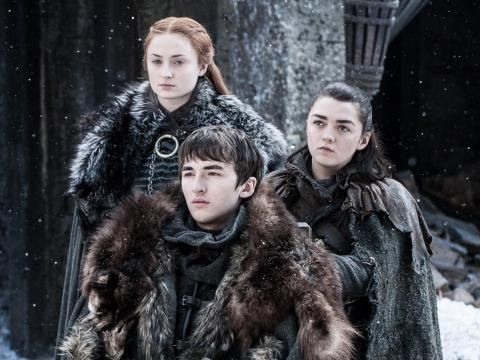 Sansa, Bran, y Arya Stark controlas Invernalia.